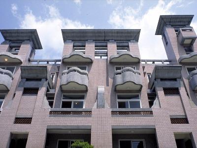 Li-Ming-Qing-Jing Housing
